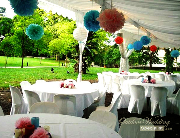 Grandeur of an outdoor wedding